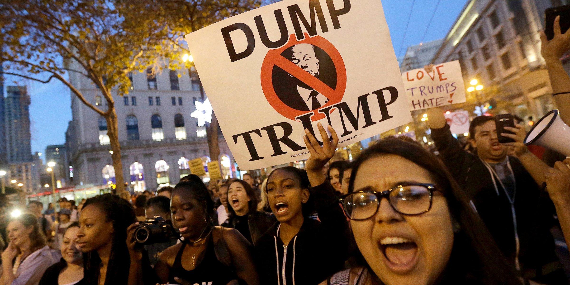 Trump, dégage !